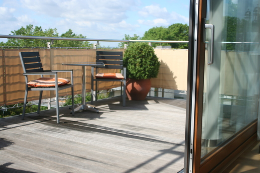 balkonverkleidung balkonumrandung sonnensegel markise. Black Bedroom Furniture Sets. Home Design Ideas